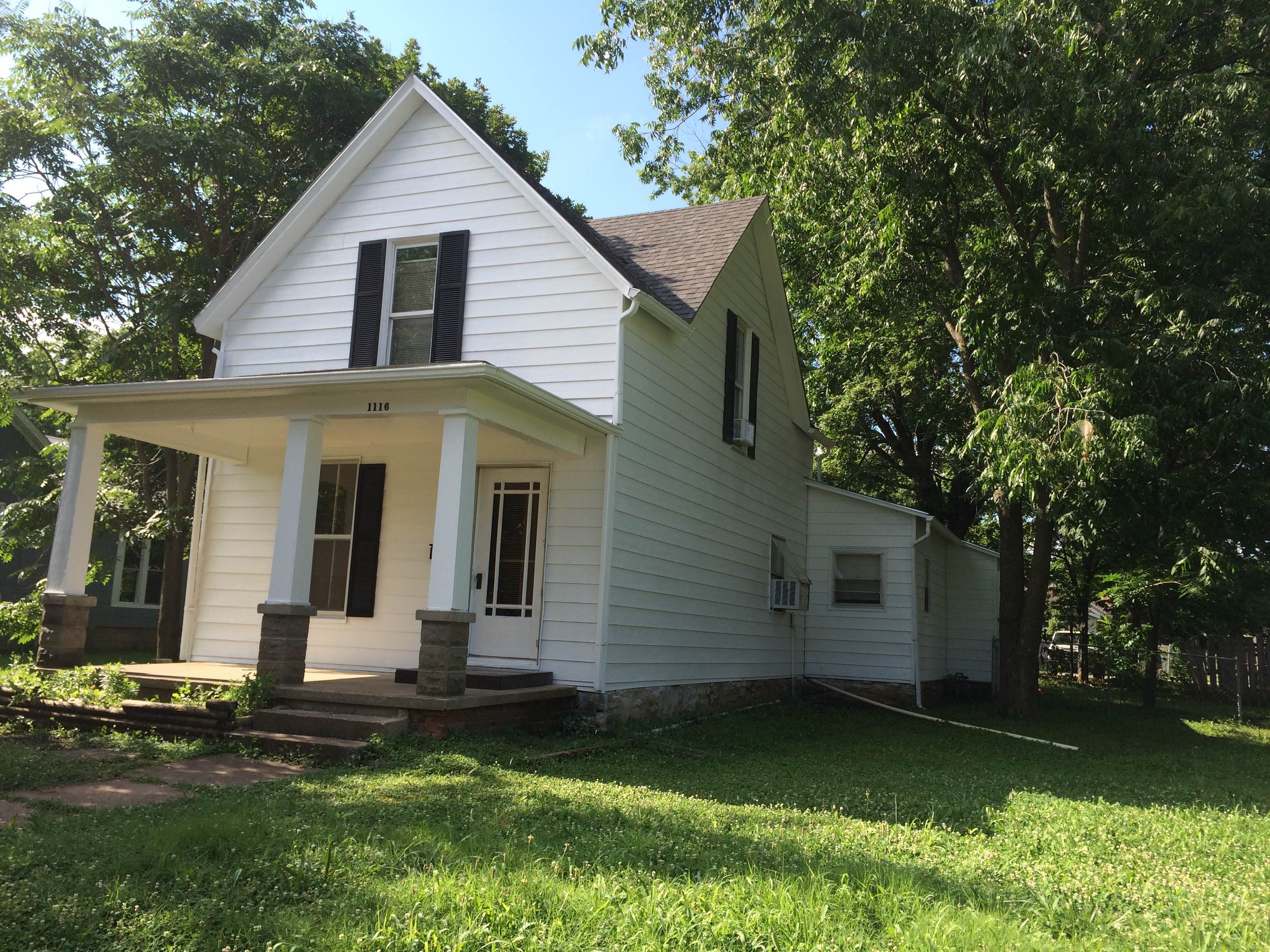 1116 E. Wall, Fort Scott, Bourbon County, Kansas, United States 66701, 4 Bedrooms Bedrooms, ,2 BathroomsBathrooms,House,For Rent,E. Wall,2,1017